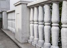 Balaustrada do granito cinzento Elementos da arquitetura da cidade Arquitetura cl?ssica fotos de stock royalty free