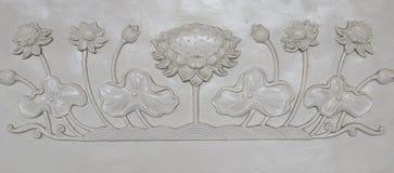 Balaustro della scultura del loto bianco immagini stock libere da diritti