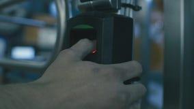 Balayage d'empreinte digitale pour le système de sécurité clips vidéos