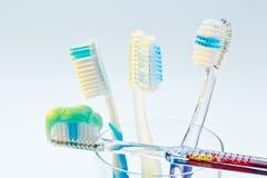 Balayez vos brosses à dents de dents Image stock