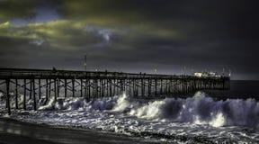 Balboapijler Californië met hoge branding stock afbeeldingen