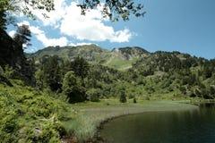 Balbonne See in Pyrenees stockbild