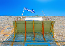 Balcão com bandeira grega Imagem de Stock
