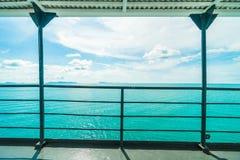Balcão com mar bonito ou vista para o mar imagem de stock