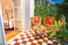 Balcão confortável na sala de hotel fotografia de stock royalty free