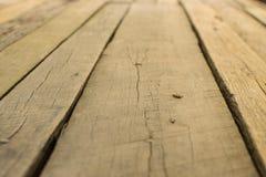 Balcão de madeira com placas de madeira marrons bonitas foto de stock royalty free