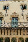 Balcão decorativo e janelas do Las Ramblas que constroem em Barcelona Fotografia de Stock