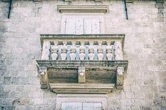 Balcão na casa velha, Trogir, filtro análogo imagens de stock royalty free