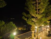 Balcão perto do jardim na noite Imagem de Stock Royalty Free