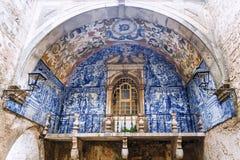 Balcão tradicional bonito em Obidos, Portugal imagem de stock royalty free