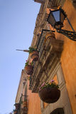 Balcón anaranjado Queretaro México de la pared de Adobe Fotografía de archivo