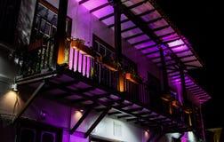 Balcón antiguo púrpura fotos de archivo libres de regalías