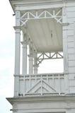 Balcón blanco del chalet Fotografía de archivo
