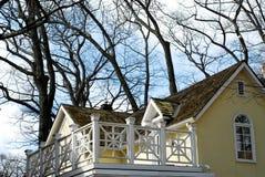 Balcón casero de la casa Imagenes de archivo