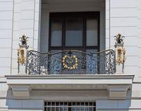 Balcón con el enrejado del olvido de Viena fotos de archivo libres de regalías
