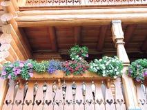 Balcón con las flores imagen de archivo libre de regalías