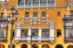 Balcón con un poste de la lámpara foto de archivo libre de regalías