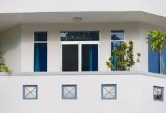 Balcón de la bahía en casa beige Imágenes de archivo libres de regalías