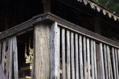 balcón de la casa antigua del lanna de Tailandia Foto de archivo libre de regalías