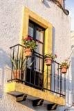Balcón de la casa de pequeña ciudad Fotos de archivo libres de regalías
