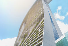 balcón de la construcción de viviendas moderna en la ciudad céntrica Fotografía de archivo libre de regalías