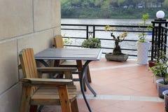 Balcón de la orilla del lago Fotos de archivo