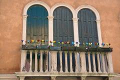 Balcón de una casa en la isla de Murano Imágenes de archivo libres de regalías
