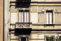 Balcón del edificio barroco viejo en Catania, arquitectura tradicional de Sicilia, Italia fotos de archivo libres de regalías