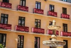 Balcón del viejo estilo en Málaga. Arquitectura española tradicional Imágenes de archivo libres de regalías