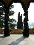 Balcón elegante del chalet, Lago di Como, Italia Imágenes de archivo libres de regalías
