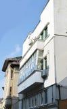 Balcón en el bloque de apartamentos de Art Deco, Bucarest, Rumania Fotos de archivo