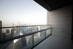 Balcón en el rascacielos de Dubai Foto de archivo libre de regalías