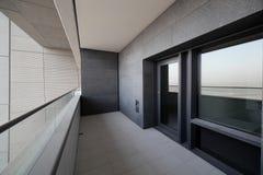 Balcón en el rascacielos de Dubai Fotos de archivo libres de regalías