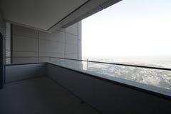 Balcón en el rascacielos de Dubai Foto de archivo