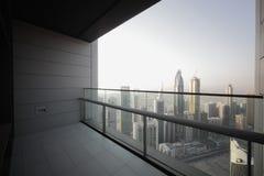 Balcón en el rascacielos de Dubai Imagenes de archivo