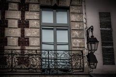 Balcón francés en el edificio Fotografía de archivo libre de regalías