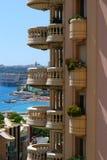 Balcón redondo de Mónaco y mar azul Foto de archivo
