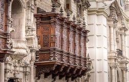 Balcón tallado de madera imágenes de archivo libres de regalías