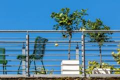 Balcón - vida de ciudad Imagenes de archivo