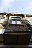 Balcón viejo de la casa Fotografía de archivo libre de regalías
