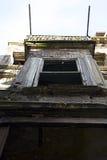 Balcón viejo de la casa Fotos de archivo