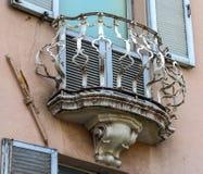 Balcón viejo de la forma redonda Imagenes de archivo
