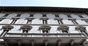 Balcón y ventana imagenes de archivo