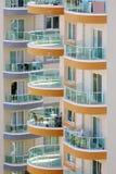 Balcões de construções altas com trilhos de vidro Imagem de Stock Royalty Free