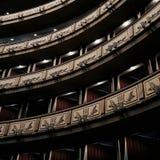 Balcões interiores do teatro da ópera, janelas - mínimas foto de stock royalty free