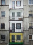 Balcões negligenciados nos edifícios Imagens de Stock