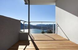 balcón, cielo claro Fotos de archivo