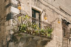 Balcón viejo en Sicilia Foto de archivo
