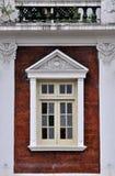 Balcón y ventana de la residencia Fotos de archivo