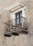 Balcon antique dans Calcata Photos stock